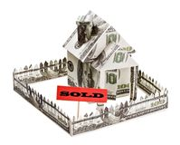 出售一个房子由货币制成 免版税库存图片