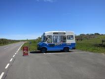 出售有篷货车的奶油色冰 免版税库存图片