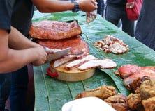 出售的被油炸的斑斑猪肉在Petchburi路, Bangko 库存图片
