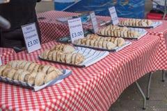 出售的Empanada在伦敦食物市场上 免版税库存照片
