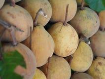 出售的Sentul果子在地方市场上 免版税库存照片