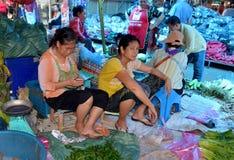 出售蔬菜妇女 免版税库存照片