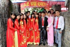 出席婚礼传统的人们 库存图片