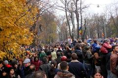 出席游行的人们 免版税库存图片