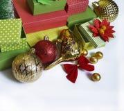 出现日历动画片圣诞节要素图标计时多种 创作的过程,手工制造 在箱子的礼物 新年度 圣诞节 免版税库存照片