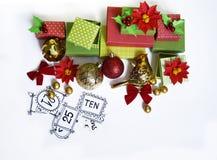 出现日历动画片圣诞节要素图标计时多种 创作的过程,手工制造 在箱子的礼物 新年度 圣诞节 免版税库存图片