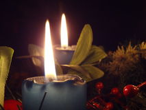 出现花圈(2个蜡烛) 免版税库存照片