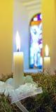 出现蜡烛花圈 免版税库存照片