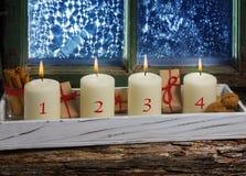出现装饰,四个蜡烛 免版税库存照片