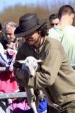 出生羊羔新的牧羊人 图库摄影