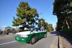 出租汽车司机派遣乘客到他们的目的地在京都 免版税库存照片