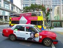 出租汽车和公共汽车在香港 免版税库存照片