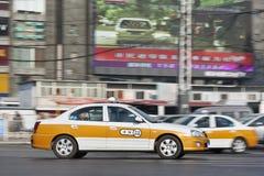 出租汽车在一个繁忙的市中心,北京,中国 免版税库存照片