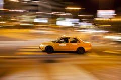 出租汽车在繁忙的城市 免版税库存照片