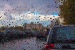 出租汽车在雨中 免版税库存照片