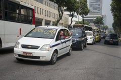 出租汽车对UBER 库存照片