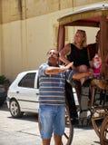 出租车司机给一次游览圣保罗` s正方形的游人, 免版税库存图片