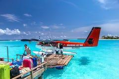 出租飞机登陆了近其中一个马尔代夫海岛, irufushi 免版税图库摄影