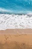 击中海岸线垂直的通知 库存图片