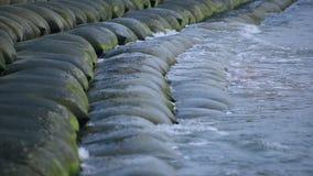 击中海滨的海波浪 股票视频