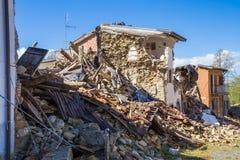 击中20的中央意大利的地震造成的损伤 免版税库存照片