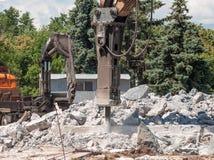 击碎混凝土的机器 免版税库存图片