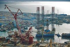 凿岩机离开造船厂 免版税库存图片