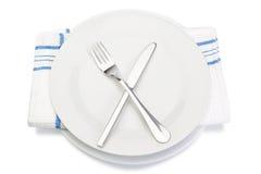 刀叉餐具叉子刀子牌照和餐巾。 免版税库存照片