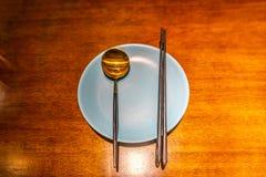 刀叉餐具空的牌照 库存照片