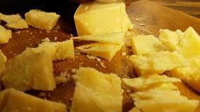 刀子切在木的乳酪, 影视素材