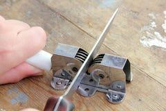 刀子和磨削器 库存图片