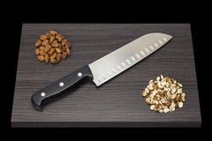 刀子和almonnds 库存图片