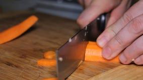 刀子裁减红萝卜 股票视频