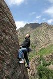 刃岭的登山人 库存图片