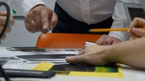 分享关于他们的公司的财政发展的企业队想法 影视素材