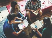 分享国际朋友概念的同学教室 免版税库存图片