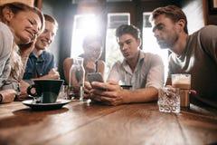 分享在手机的记忆 免版税库存照片