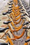 分享在米兰的自行车 免版税库存图片