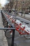 分享在巴塞罗那的自行车 免版税库存图片