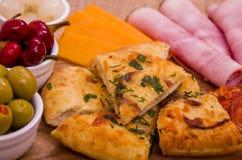 分享盛肉盘的开胃小菜 库存照片