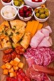 分享盛肉盘的开胃小菜 库存图片