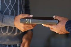 分享福音书 库存图片