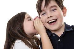 分享秘密的孩子 库存图片