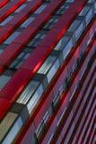分割一个商业大厦的门面与办公室的被命名红色苹果计算机大厦在鹿特丹 免版税库存图片