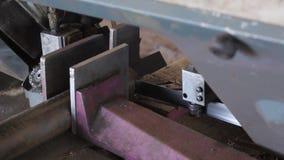分割在工厂的铁大梁使用部分机器 股票录像