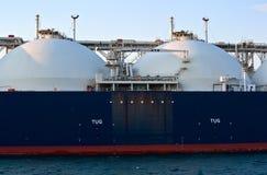 分割液化天然气载体在不冻港港的路的盛大Aniva  俄国的远东 东部(日本)海 31 03 2014年 免版税库存图片