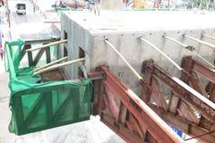 分割路的看法在重建下在曼谷, Thail 免版税库存图片