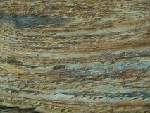 分层堆积详细显示另外矿物层的石头 免版税图库摄影