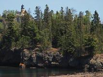 分开的岩石灯塔 免版税库存照片