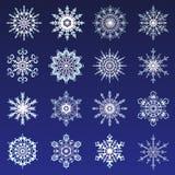 分开的雪花乱画在平的样式的象白色传染媒介土气圣诞节clipart新年雪水晶例证 免版税库存照片